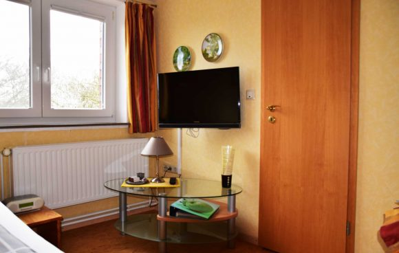 Zimmer-3-Vögel-Einbettzimmer